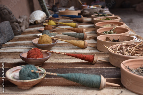 Photo Natural dyed wool at a traditional textile weaving centre near Cusco, Peru