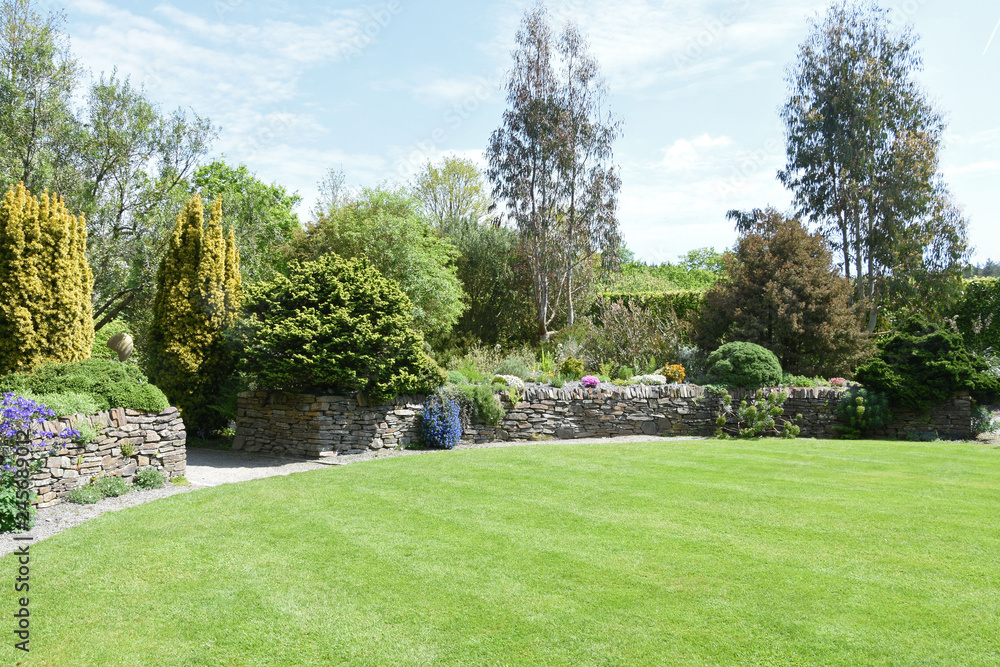 A perfect English country garden <span>plik: #245689012   autor: dpe123</span>