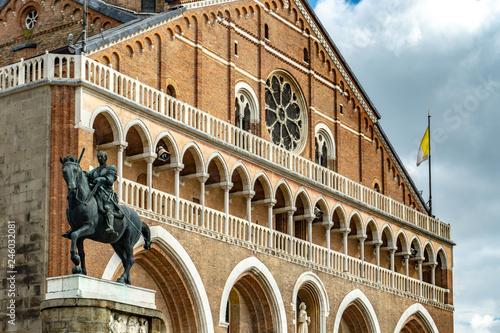 Photo The Basilica of Saint Anthony of Padua (Basilica di sant'Antonio di Padova) in P