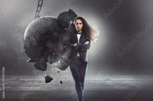 Fototapeta Standhafte Geschäftsfrau