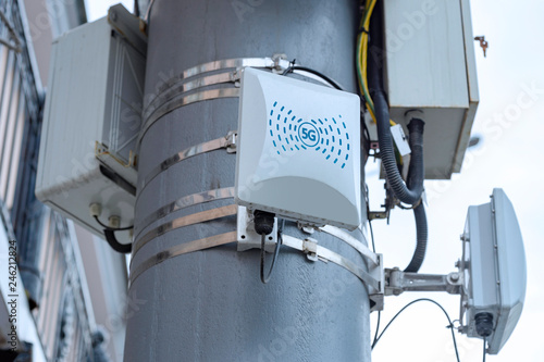 5G cellular repeaters on the pole Fototapet