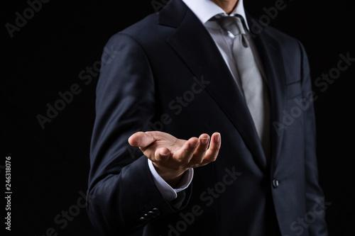 手を差し伸べるビジネスマン Fototapet
