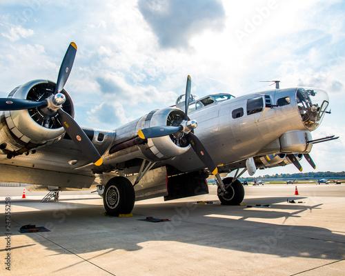 Fotografía Aluminum Overcast, B-17G-105-VE, s/n 44-85740, civil registration N5017N, is one