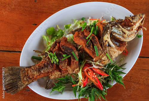Whole fried fish spicy served with sliced fresh chili peppers, green onions and Tapéta, Fotótapéta