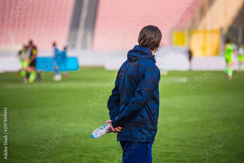 Cuadros en Lienzo Football coach at the field, train soccer players