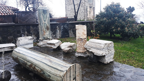 Fotografiet Ancient ruins at premises of Hagia Sophia church in Trabzon