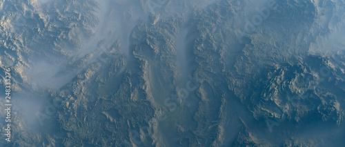 Photo Aerial of rough rocky terrain in fog.