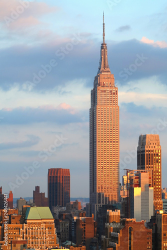 Fotografering Empire State Building with New York City Manhattan skyline and skyscrapers at dusk