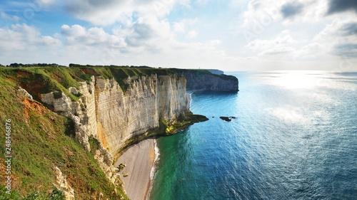 Fotografía View of Etretat white cliffs in Normandy, France