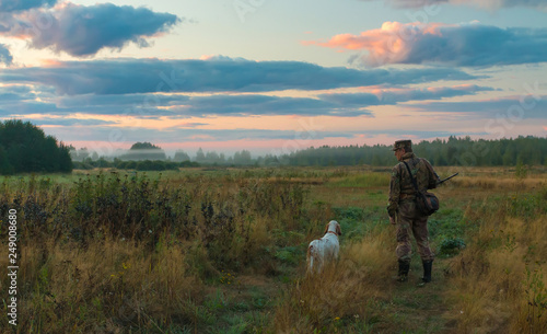 Fotografia Hunting landscape with a hunter and a dog