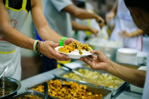 Fotografiet Volunteers have been feeding the homeless, They reach out with love and concern