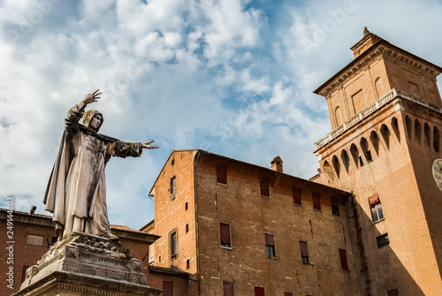 Monument to Girolamo Savonarola, famous monk and reformer, overlooking Castello Fototapeta