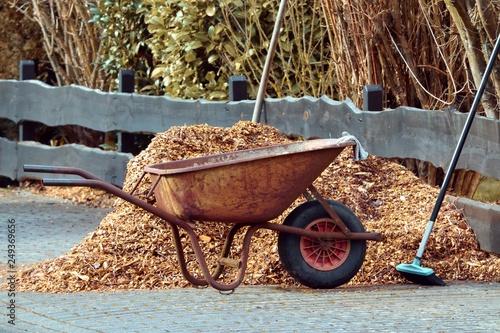 Leinwand Poster Schubkarre zur Gartenarbeit