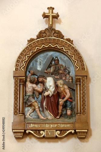 Simon de Cyrêne aide Jésus-Christ à porter sa croix Fototapeta