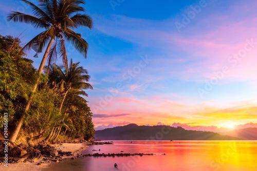 Obraz na płótnie Naturalne plaże wzdłuż zatoki przy zachodzie słońca
