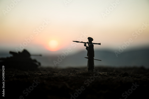 Fotografia, Obraz Military soldier silhouette with bazooka