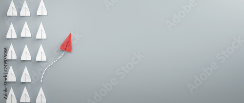 Tableau sur Toile paper plane leadership concept - red paper plane leading the row