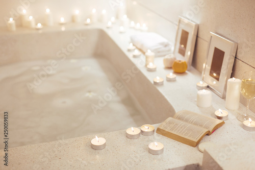 Photo Night spa bath with candles