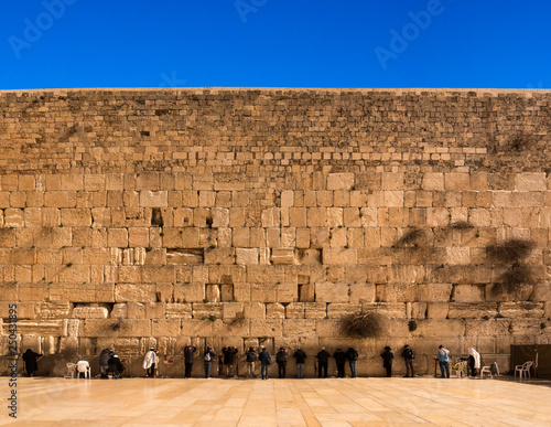 Fotografía Pilgrims visiting the Wailing Wall in Jerusalem, Israel, Middle East