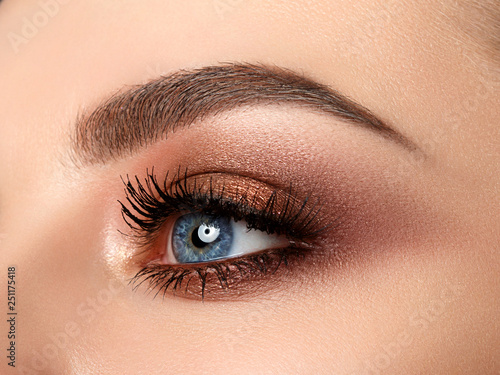 Valokuva Close-up of woman eye with beautiful brown smokey eyes makeup