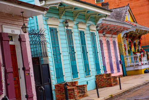 Stampa su Tela Shotgun house in the French quarter of New Orleans