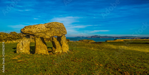 Fotografia, Obraz Carreg Sampson  Neolithic Burial Chamber West Wales UK
