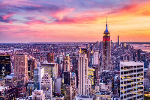 Fotografering New York City Midtown with Empire State Building at Amazing Sunset