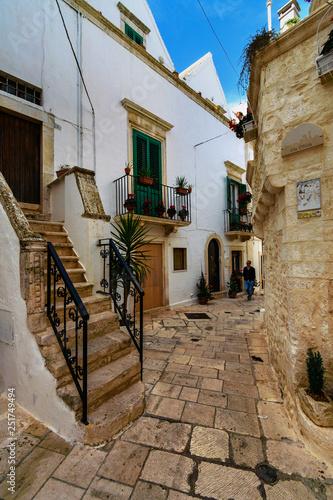 uliczka w Locorotondo, Włochy