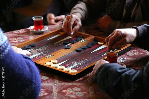 Canvastavla people playing backgammon