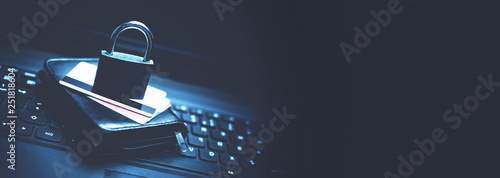 Foto Credit card security. Online Shopping security
