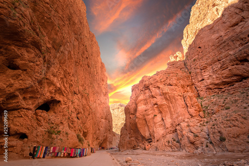 Fotografia Todgha Gorge or Gorges du Toudra is a canyon in High Atlas Mountains near the town of Tinerhir, Morocco