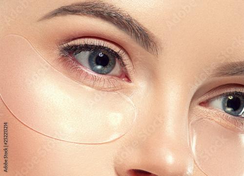 Obraz na płótnie Eyes cosmetic mask healthy eye skin woman beauty