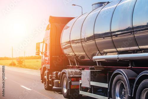 Stampa su Tela Big gas-tank goes on highway