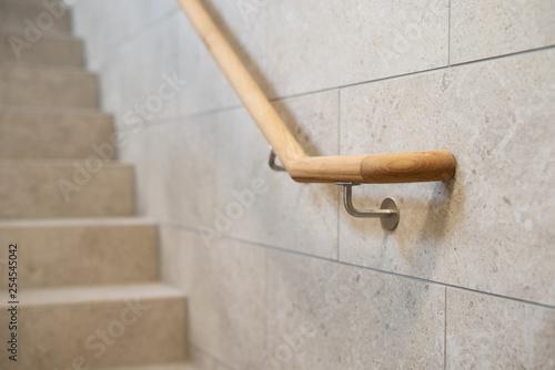 Valokuvatapetti Handlauf aus Holz, Treppengeländer