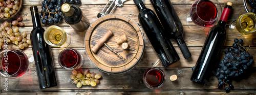 Fotografia, Obraz Wine background. White and red wine in glasses.