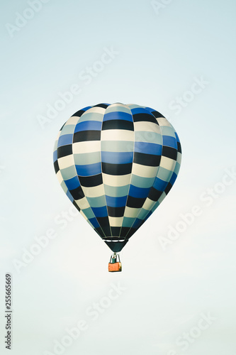 Stampa su Tela Blue hot air balloon in the clear sky