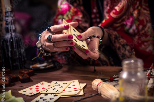 Photo Gypsy fortune teller predicts the future with cards