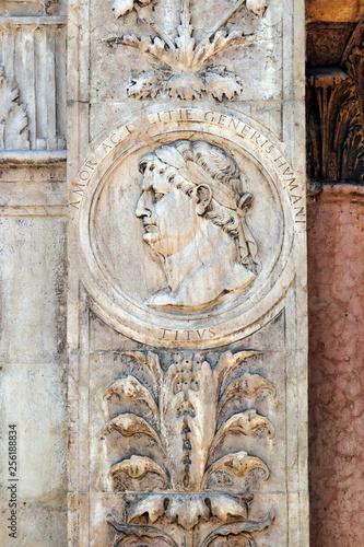 Obraz na płótnie Effigy of Emperor Titus from Loggia del Consiglio corner