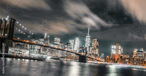 Obraz na płótnie long exposure wispy clouds dominate the brooklyn bridge and downtown Manhattan