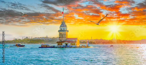 Billede på lærred Maiden Tower (kiz kulesi ) at sunset - istanbul, Turkey