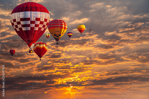 Stampa su Tela Colorful hot air balloons flying above sunset