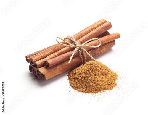 Carta da parati Cinnamon sticks and cinnamon powder