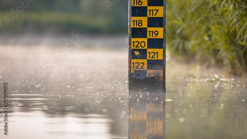 Obraz na płótnie water level depth meter