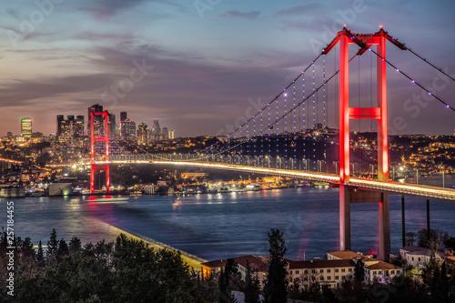 Bosphorus bridge in Istanbul Turkey - connecting Asia and Europe Fototapet