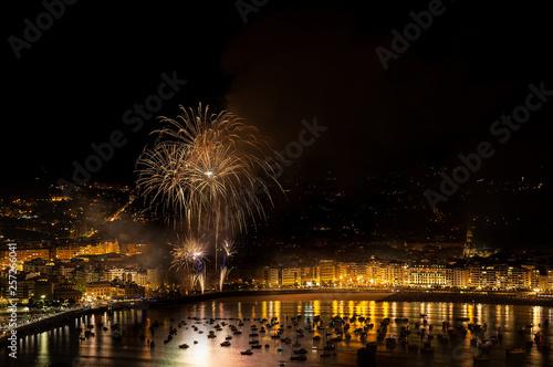 Obraz na płótnie Fireworks over La Concha bay in Donostia celebrating Aste Nagusia