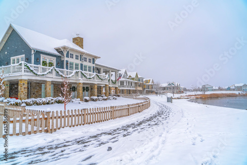 Photo Snowy landscape with lakefront homes in Daybreak
