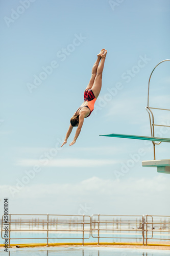 Tablou Canvas Diver diving in the pool