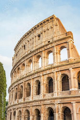 Photo Colosseum stadium building in Rome