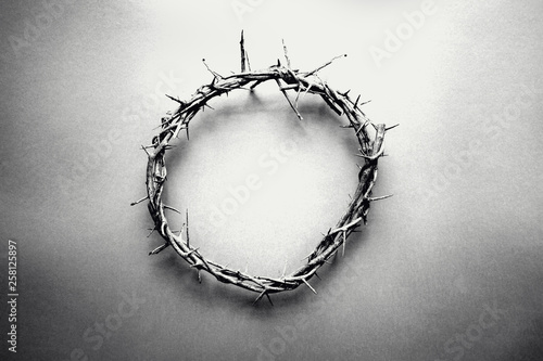 Moody black and white image of crown of thorns like Jesus Christ wore with drops of blood on tips of thorns over grunge background Tapéta, Fotótapéta