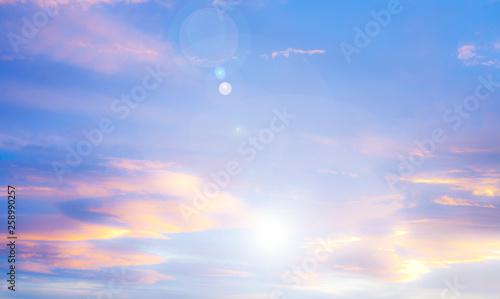 Fényképezés rayos de luz en el cielo azul